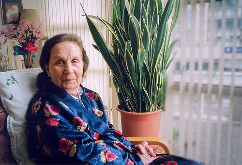 1491470277_old-lady-in-hospital