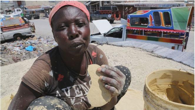 Картинки по запросу Чтобы выжить, жители этого райского острова едят печенье из… ГРЯЗИ!