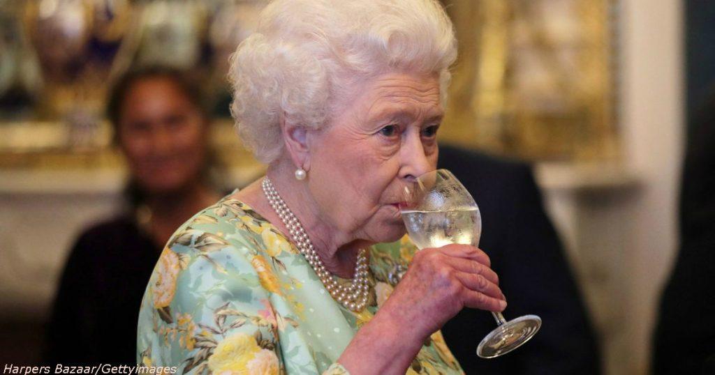 hbz-queen-drinking-index-15015998161