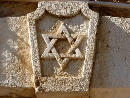 Рисунок 2. Символ евреев из камня
