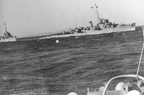Рис.1: Архивное фото эсминца.