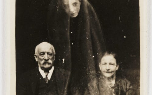 Рисунок 14. Пожилая пара и призрак.