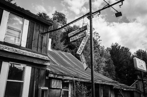 Рис. 1: Заброшенный дом в Вермонте