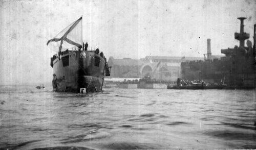 Рис.1 Торжественный спуск корпуса «Авроры» на воду.