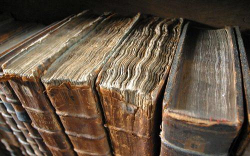 Рисунок 2. Старинные книги