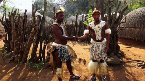 Рисунок 3. Жители современной деревни зулусов.