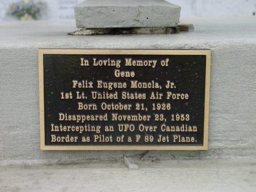 Рис.4: Мемориальная доска в память о Ф. Монкла