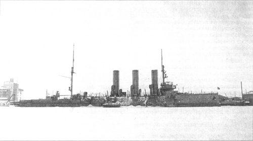 Рис.4 Стоянка «Авроры» в Ораниенбаумской гавани во время Второй мировой войны.