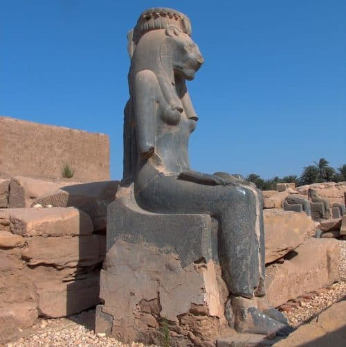 Рис. 10. Статуя богини Бастет