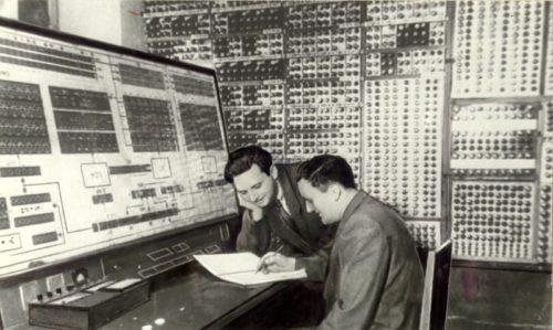 Рис. 7 Малая электронная счётная машина» (МЭСМ)